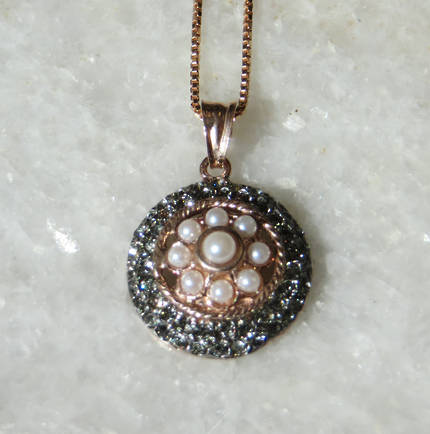 Pearl and Fume Crystal Round Necklace